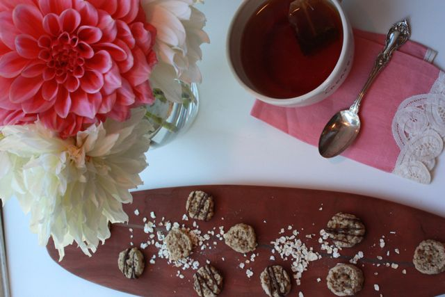 mini cookies with tea