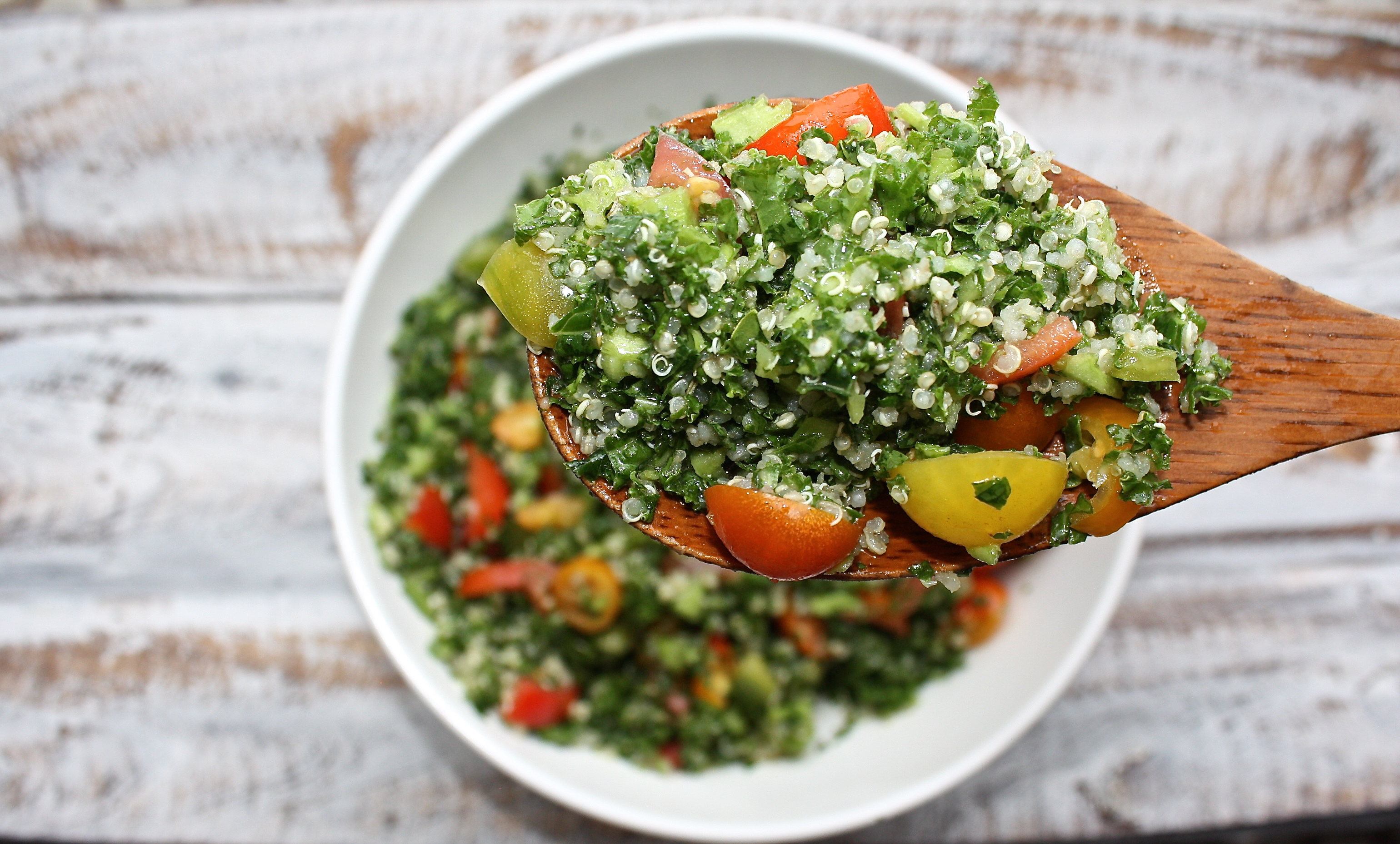 kale tomato quinoa salad with lemon dressing for a digestive