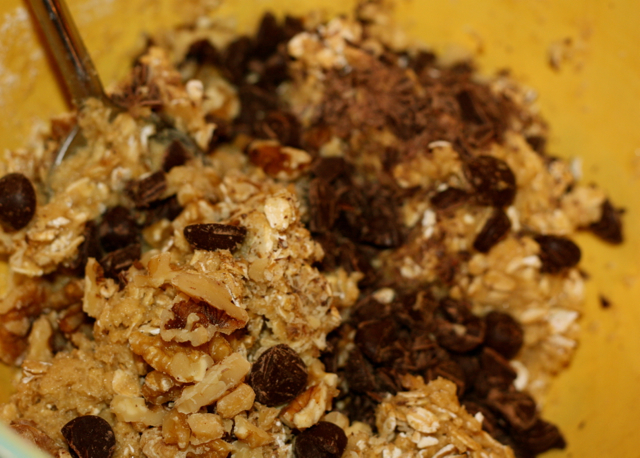 Wheat-free Oatmeal Cookies with Dark Chocolate Chips and Walnuts