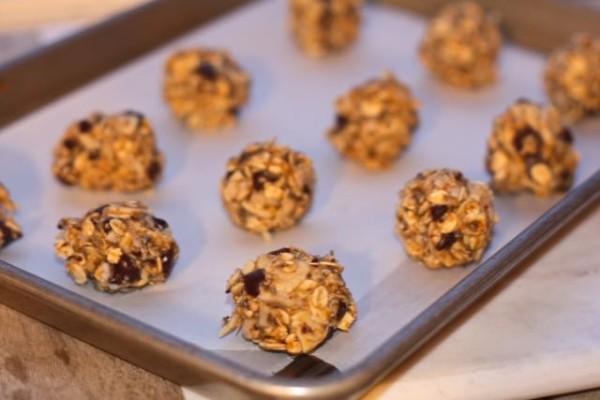 Almond chia bites